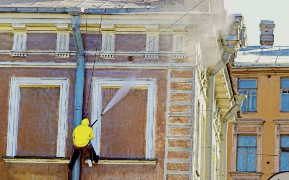 Clean A Commercial Building with Power Wash Cleaning Services